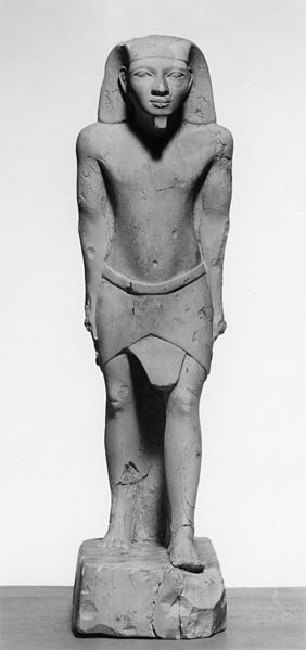 282px-egyptian_-_male_figure_standing_-_walters_22151