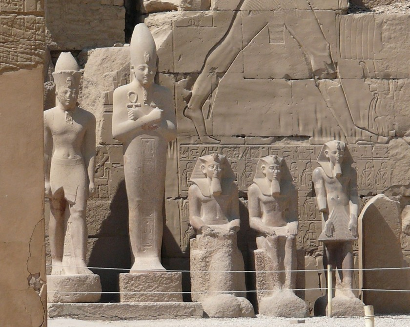 karnak_temple_statues